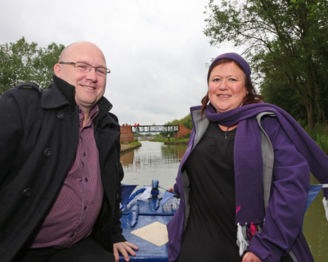 A new footbridge built over Chesterfield Canal in Staveley has been officially opened.