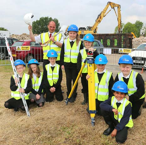 Construction work to replace North Wingfield Primary School got underway this week with the help of pupils and teachers from the old school on Blacks Lane.