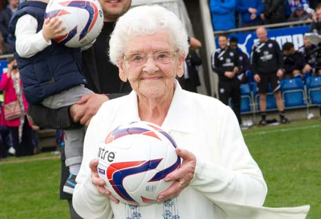 After being given a tour of the stadium, Gladys enjoyed a meal in the Leengate Legends Lounge with her fellow diners, before presenting the match ball to the referee on the pitch before kick-off.
