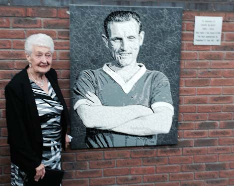 By far the most emotional moment of the evening came when Kathleen Blakey, widow of former player David who sadly passed way earlier this year, unveiled the memorial plaque in honour of her late husband.