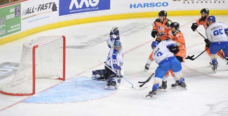 Mike Forney scores the Steelers' 1st of 5 against the Stingrays on Saturday